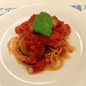@茄子とベーコン手作りトマトソースパスタ