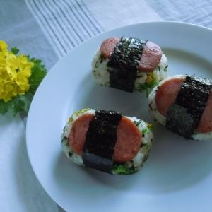 菜の花おむすび +魚肉ソーセージ