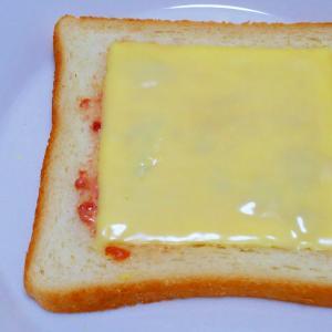梅マヨ!チーズトースト