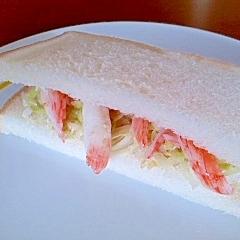 カニカマとレタスのゴマドレサンドイッチ