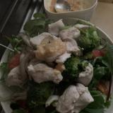 カラシマヨ味噌で食べる鶏胸肉サラダ