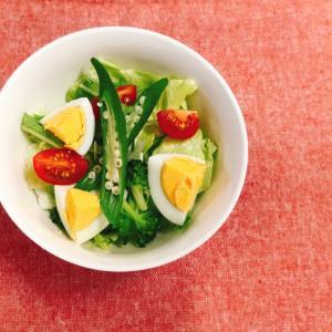 レタスとオクラとゆで卵のカラフル簡単サラダ