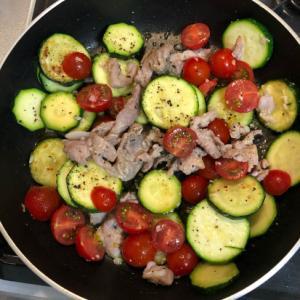 豚こまとズッキーニのトマト炒め