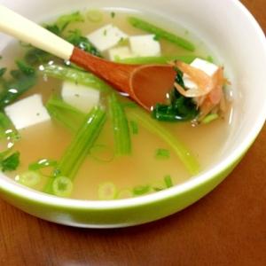干しエビと豆腐とほうれん草の中華スープ