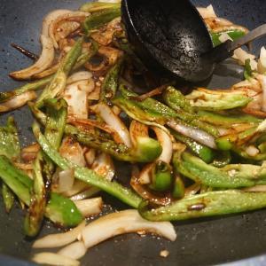 マーガリンでにんにく醤油野菜炒め