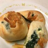 ほうれん草とチーズの惣菜パン