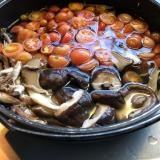 干したキノコとトマトの鍋