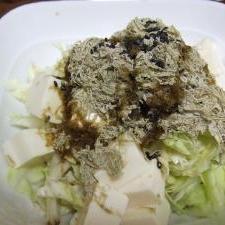 とろろ昆布で豆腐とキャベツのサラダ
