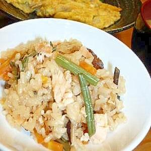 山菜と鮭フレークの炊き込みご飯
