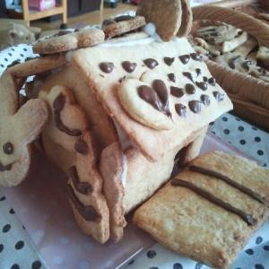 クリスマスには袋で簡単なクッキーのお菓子の家