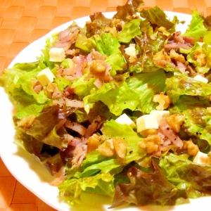 トッピングサラダ♪(胡桃とチーズとベーコン)