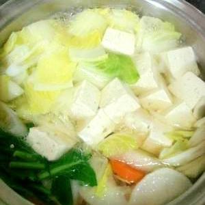 白菜がおいしい!野菜豆腐鍋