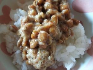 梅とすりピスタチオの納豆