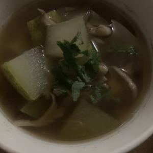 簡単♪冬瓜と舞茸の醤油汁