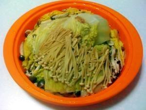 シリコンタジン鍋で作る、白菜と豚肉のミルフィーユ
