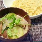 夏野菜たっぷり☆グリーンカレーつけ麺