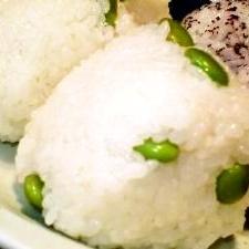 冷凍食品で簡単☆シンプル1番!茶豆塩おにぎり