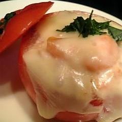 レンジで簡単!おしゃれな熱々スタッフドトマト♪