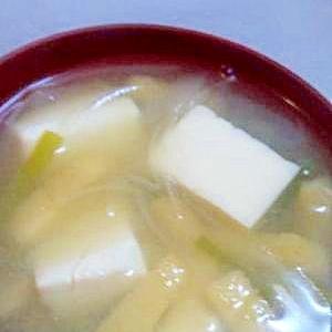 油揚げと豆腐のお味噌汁