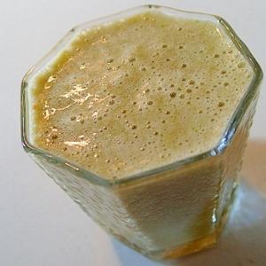 レモン果汁入 バナナ・レタス・人参の美的スムージー