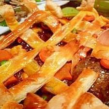 デミハンバーグとカラフル野菜のかくれんぼパイ