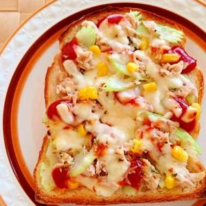 ツナとコーンとセロリのピザトースト