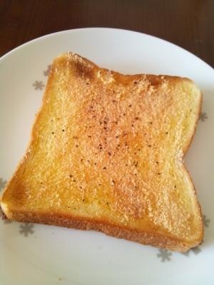 オリーブオイルと粉チーズ☆トースト