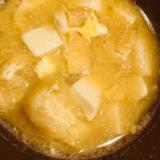 簡単!豆腐と油揚げの卵とじ味噌汁