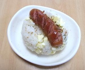 北海道 ウインナーとチーズのおにぎり