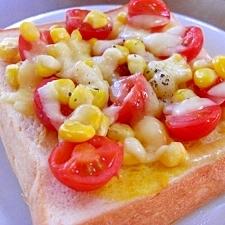 プチトマトとコーンのチーズトースト