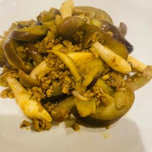茄子とぶなしめじとひき肉のカレー炒め