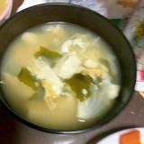 新玉ねぎと豆腐とわかめの卵とじ汁