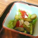 千切りレタスとピクルスのサラダ