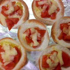 餃子の皮で♪生トマトピザ