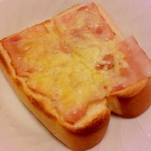 ベーコンとスライスチーズのトースト