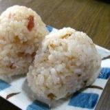 """鰹節&炒り白ゴマ、鰹節&小梅の美味しい""""おにぎり"""""""