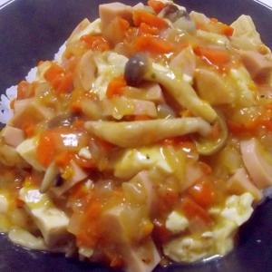 魚肉ソーセージの中華丼