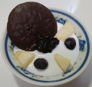 チョコパイとりんごとブルーベリーのヨーグルト♥