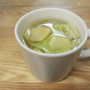 カラダの中からHOTに!しょうがとレタスのスープ