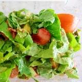 焼きウインナーとミニトマトの酸っぱいサンチュサラダ