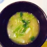 カブとキャベツの味噌汁
