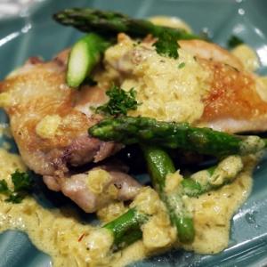 鶏もも肉とアスパラのソテー サフランクリームソース