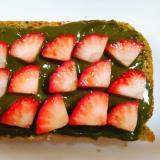 抹茶きな粉クリーム苺トースト