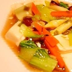 丼にすれば一品簡潔、豆腐の中華風五目煮
