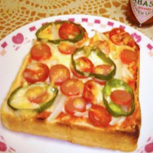 野菜盛りだくさんピザトースト&カフェ・オ・レ