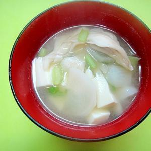 豆腐とカブ舞茸の味噌汁