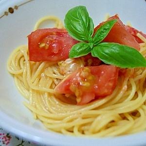 フレッシュトマトで絶品!トマトとチーズの簡単パスタ