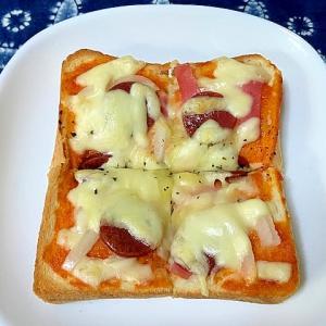サラミとハムと玉ねぎのピザトースト