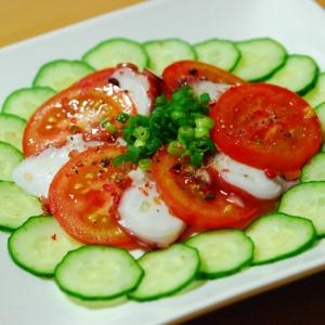 タコと胡瓜とトマトのカラフルサラダ♪