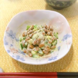 ご飯のお供にぴったり♡アボカドきゅうりの納豆和え